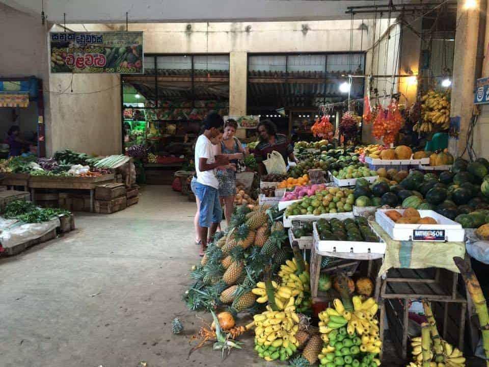 Рынок в историческом центре Хиккадувы